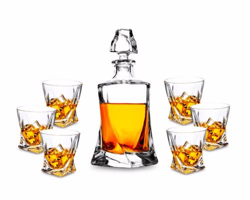 Mehrere Gefäße für Alkohol