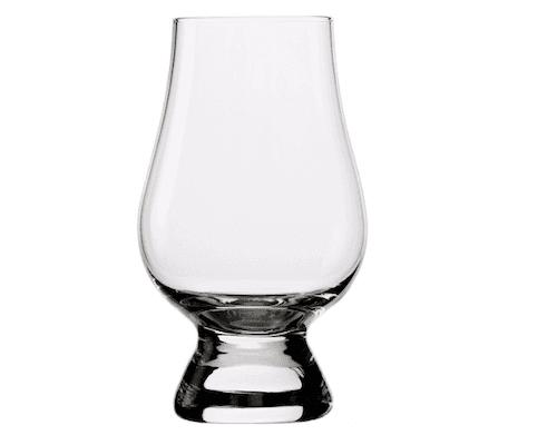 Ein Glas für Whisky ohne Stiel