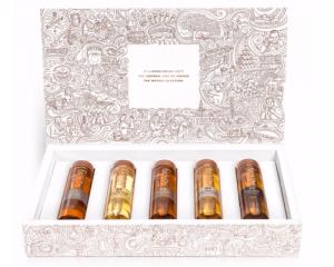 Mini Flaschen gefüllt mit Spirituosen